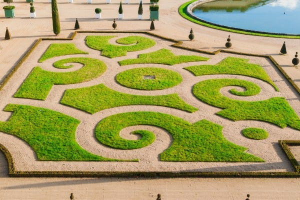 Bien entretenir son jardin à la française