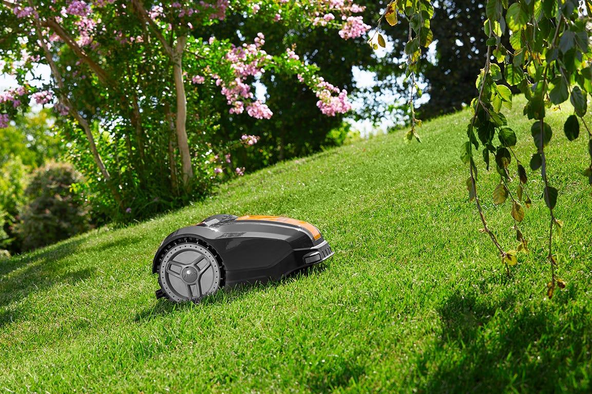 Robotplæneklipper på skråning