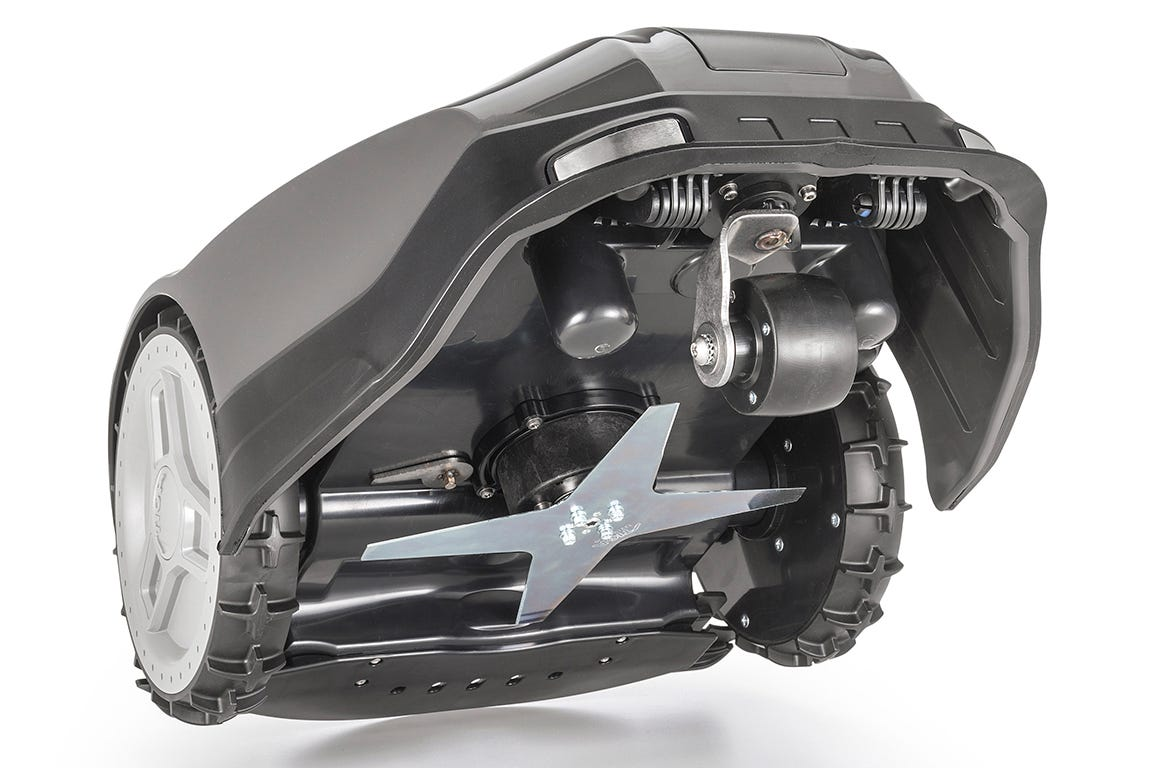 STIGA Autoclip har en fast kniv i rustfrit stål