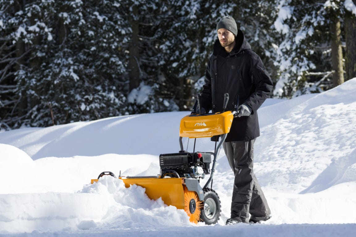Man pushing a STIGA ST 4262 P snow thrower to clear from snow.