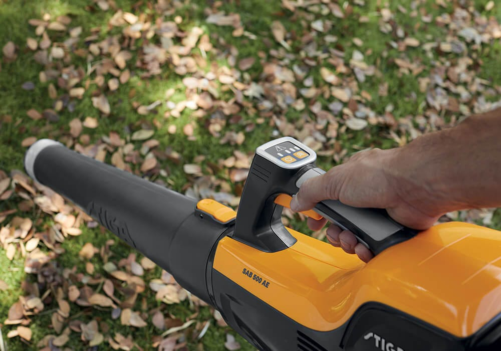 STIGA 500 Series battery cordless leaf blower ergonomic handle