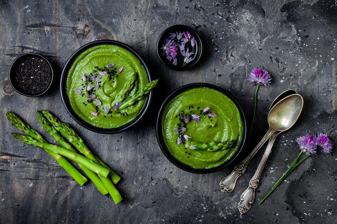 recette à base d'asperges et de fleurs