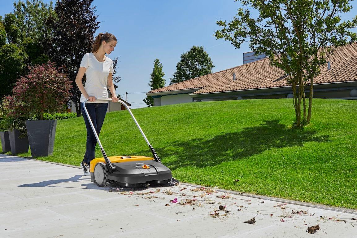 Comment bien nettoyer ses allées et bordures de jardin ?