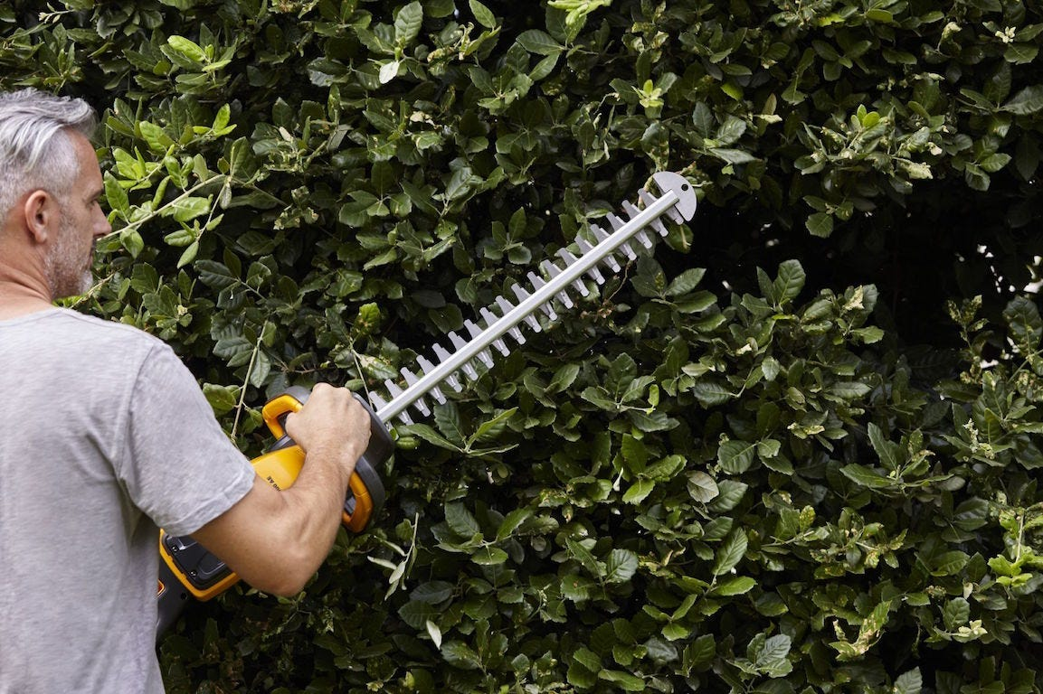 Hedge trimming is quick and easy with a STIGA hedge trimmer