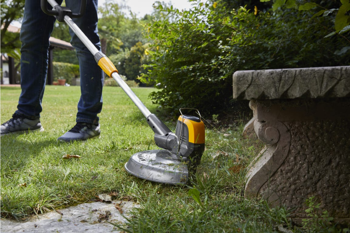 STIGA battery lawn trimmer SGT 500 AE for excellent edging.
