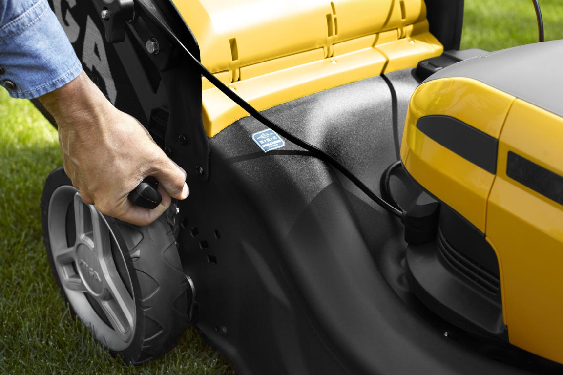 Centralized cutting height adjustment on a STIGA lawn mower