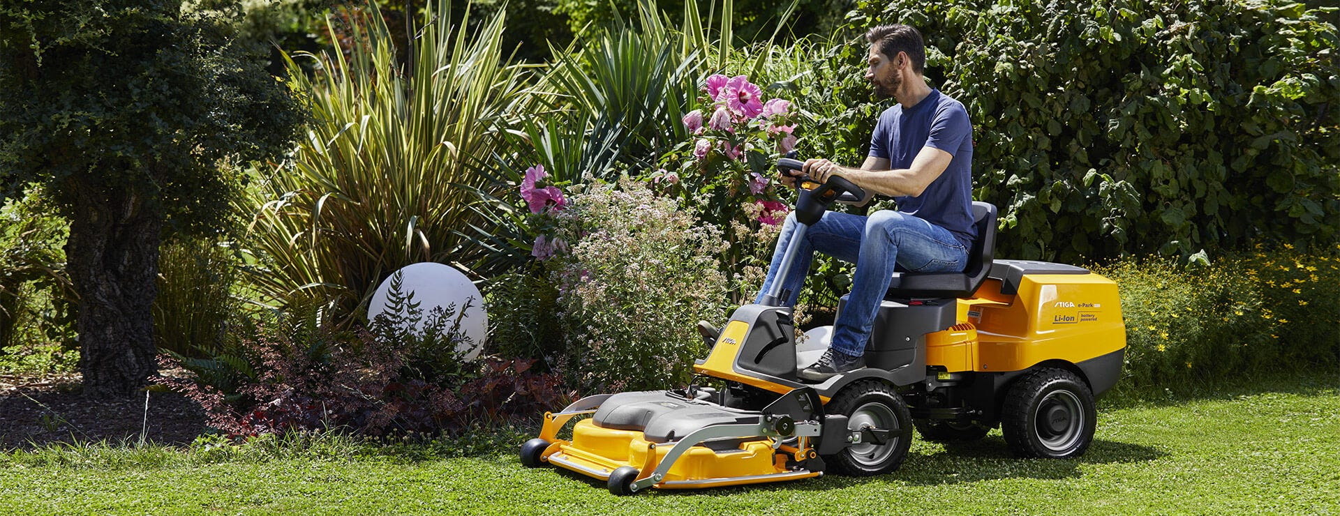 STIGA e-Park 220 battery front mower