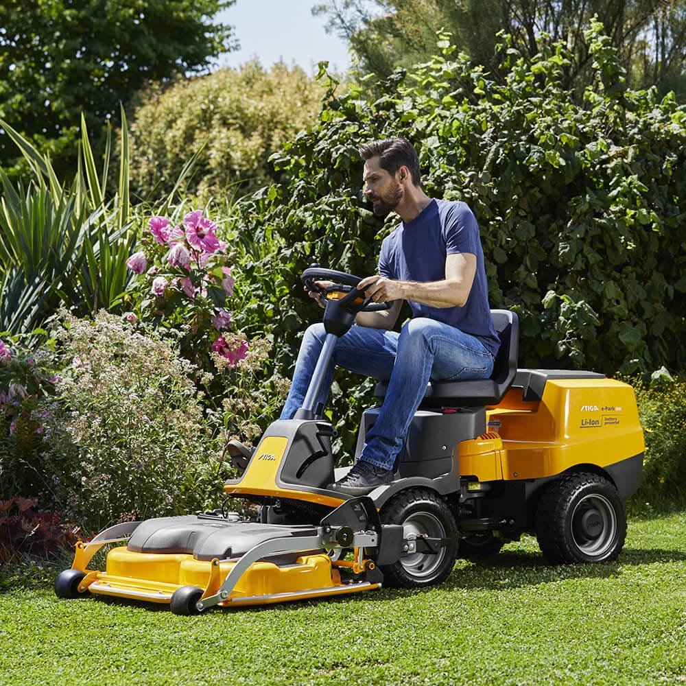 STIGA battery front mower E-park