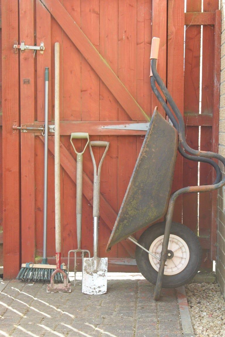 garden-tools-2218855_1920