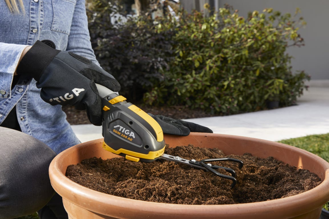 The STIGA Garden Multi Mate is the perfect handy tool to take care of details, in your terrace and garden.