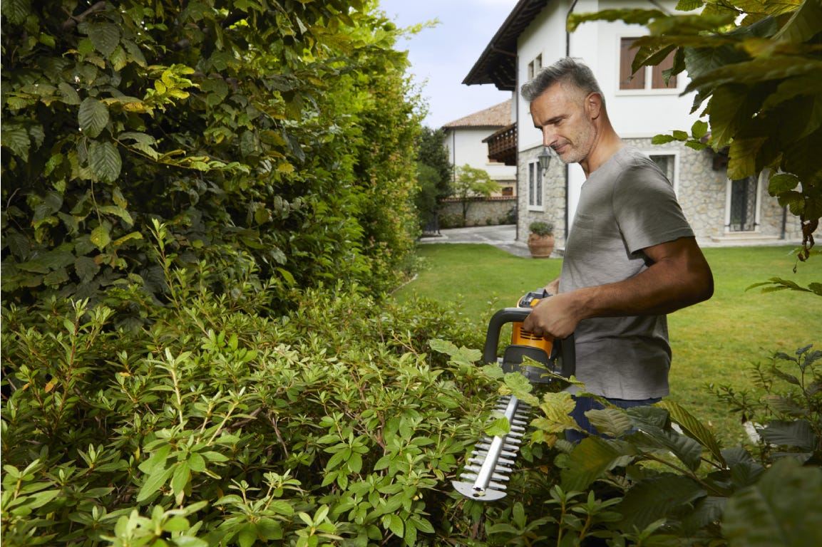 The STIGA SHT 500 AE battery hedgecutter will help you cut hedges with no noise and reduced vibrations.