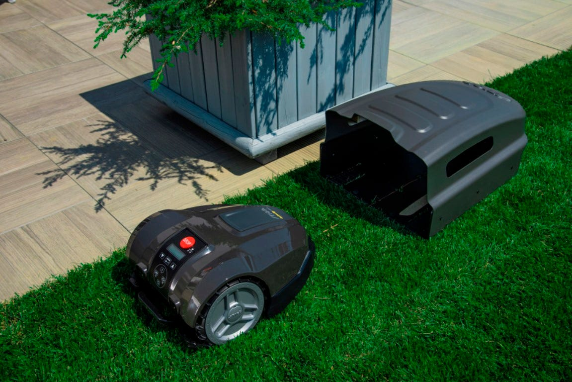 STIGA Autoclip robot mower automatically returns to the charging station