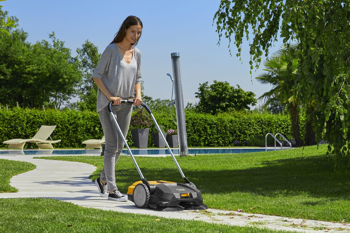 STIGA Sweepers are perfect to clean pathways, terraces and balconies.