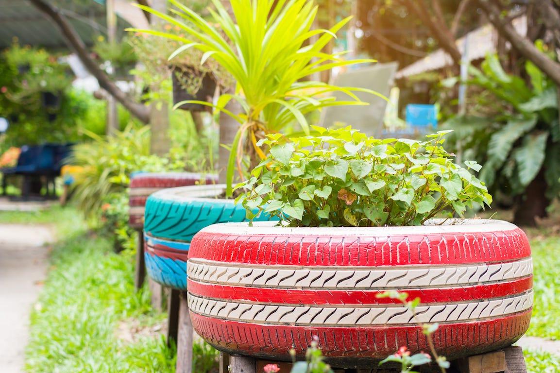 recuperation pot de fleurs pneus