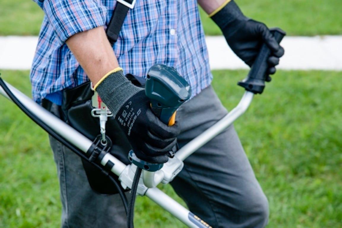 équipement débrouisailleuse pour débrouisailler son jardin