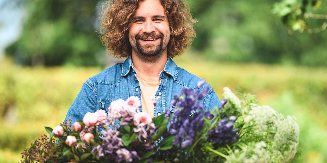 tuinkalender juni voor verzorgen van bloemen en andere tuinklussen voor de maand juni