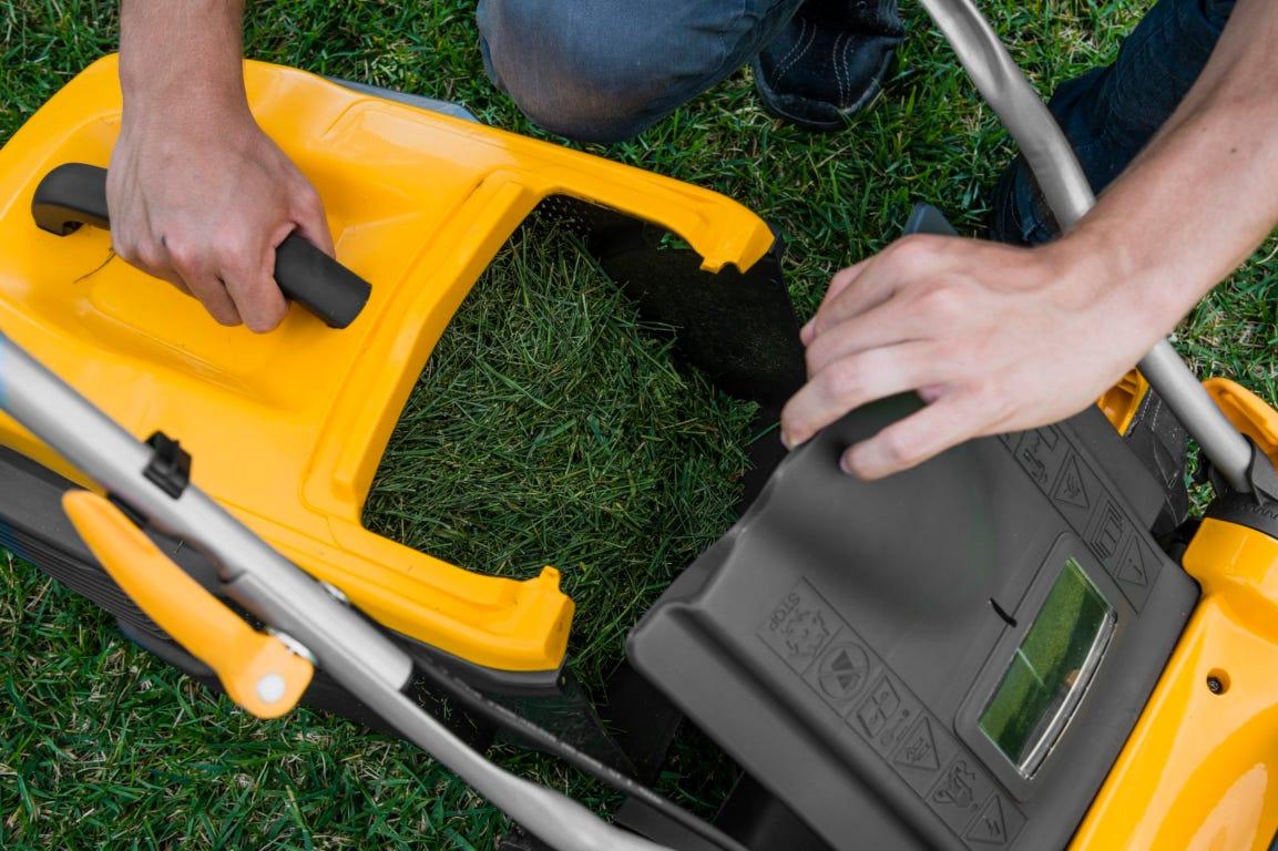 stiga grasmaaier opvangbak leegmaken grasafval maaisel gras maaien