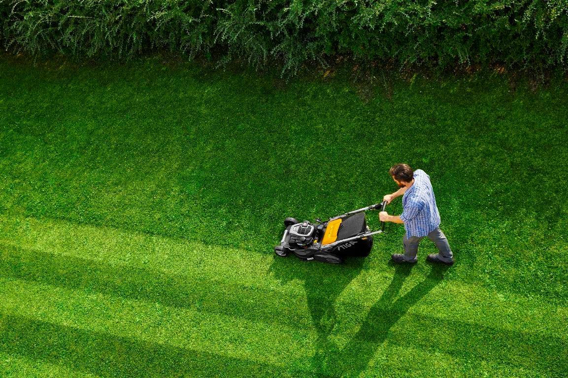 stiga twinclip grasmaaier roller achterrol banen patroon gestreept effect gazon gras