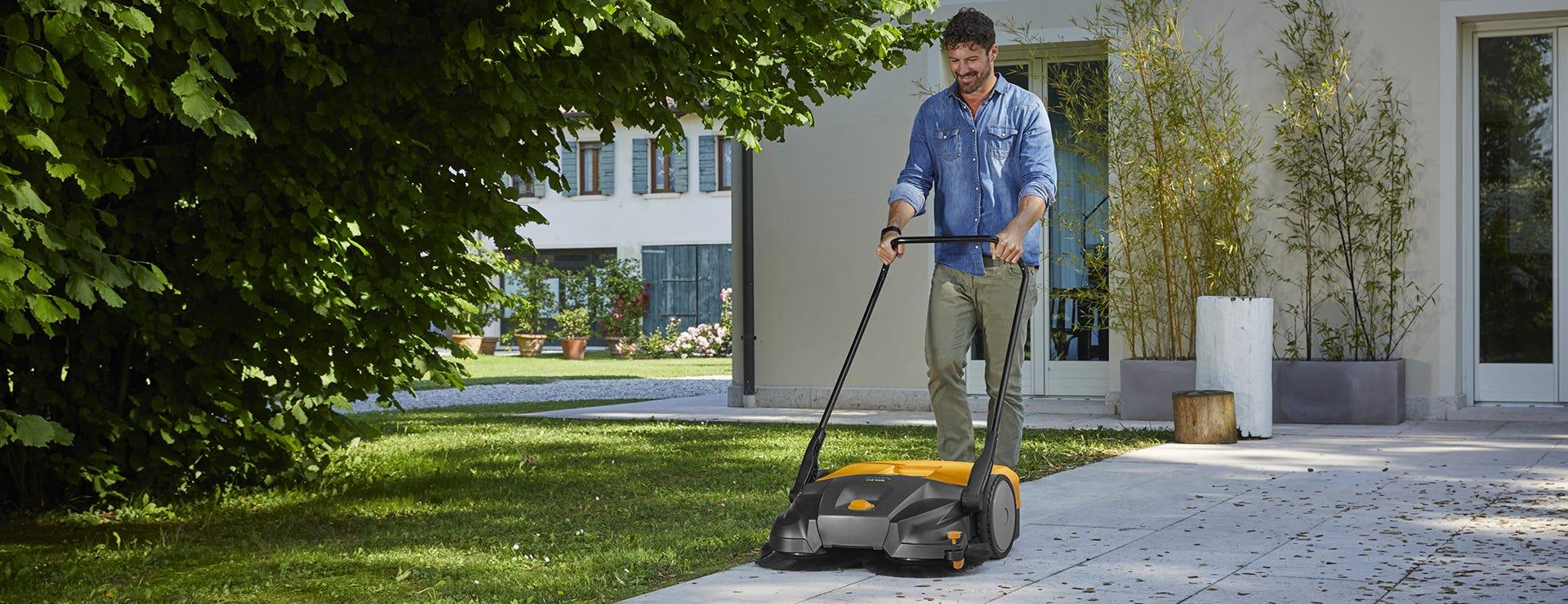 Hold dine udendørsområder rene med en fejemaskine
