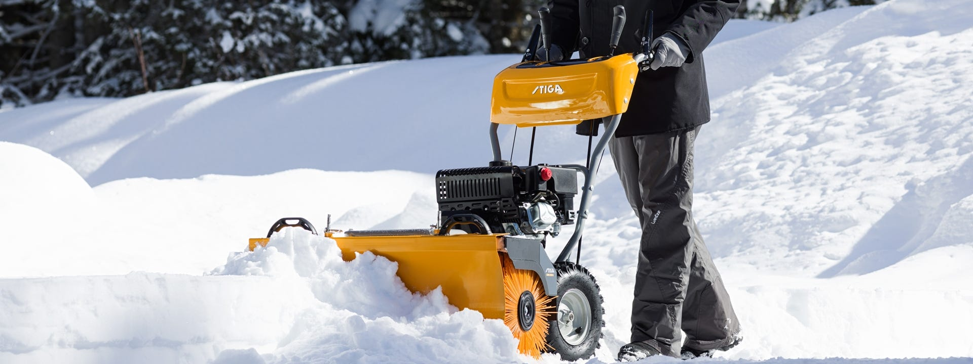 stiga-balayeuse-thermique-accessoires-neige