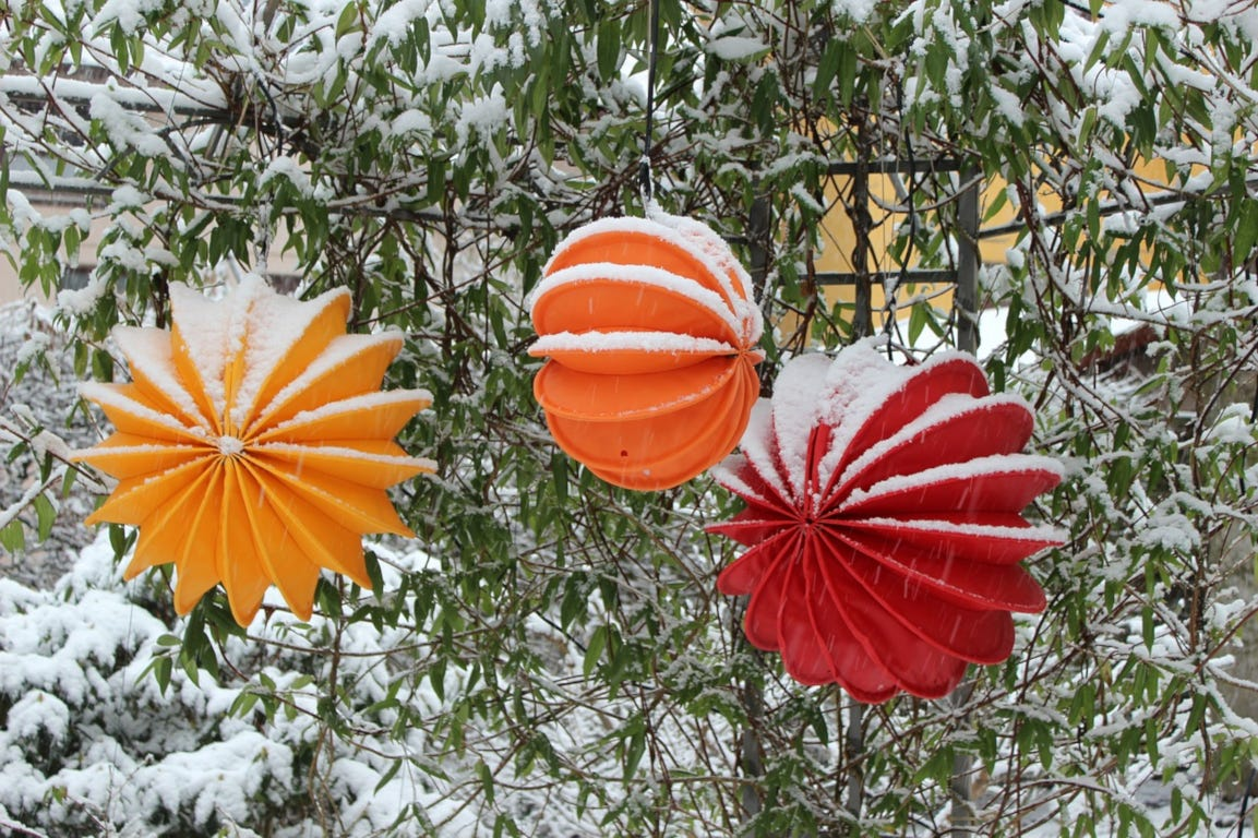 winter tuin verlichting lampen lampion kleur sneeuw